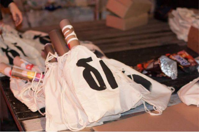 Unsere selbstbedruckten und gut gefüllten Dilemma-Bags gingen weg wie warme Semmeln