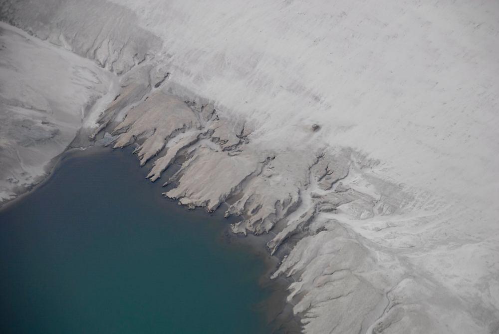 Verlassen die riesigen Schaufelbagger den Tagebau, wird er geflutet. Die Seen werden irgendwann zu Touristenregionen, das ist zumindest die Hoffnung der Politiker – Foto: Ines Glöckner