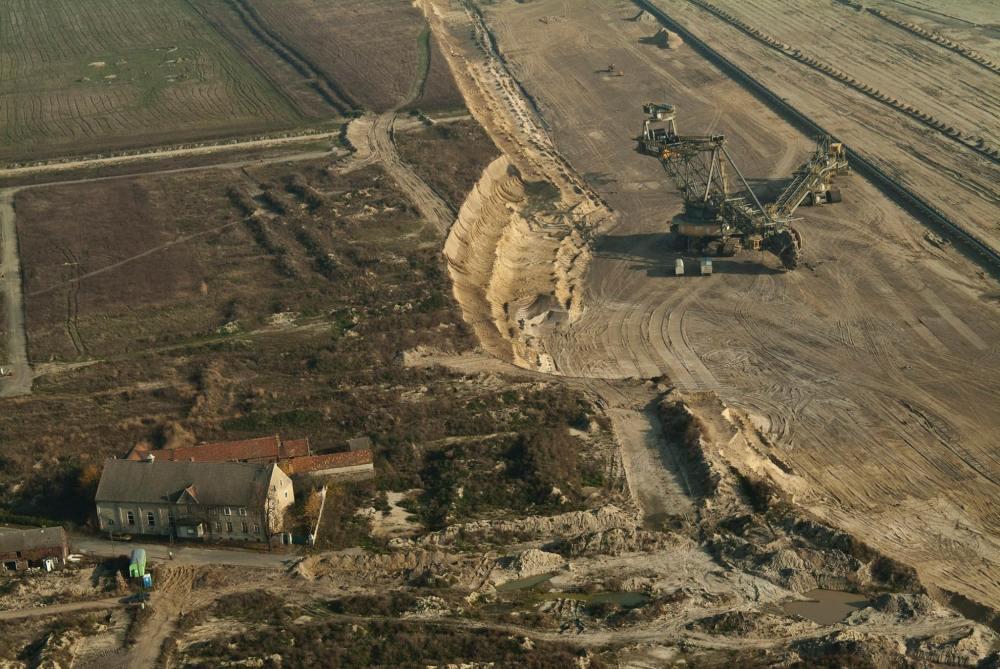 Nah am Abgrund: Das Dorf Horno stand den Kohlebaggern im Weg, wurde 2004 abgerissen Foto: Ines Glöckner