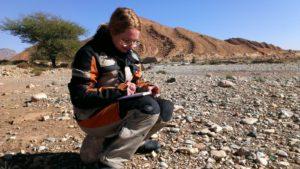 Schreiben ist mein Alltag. Wie hier in der Wüste Marokkos im November 2015
